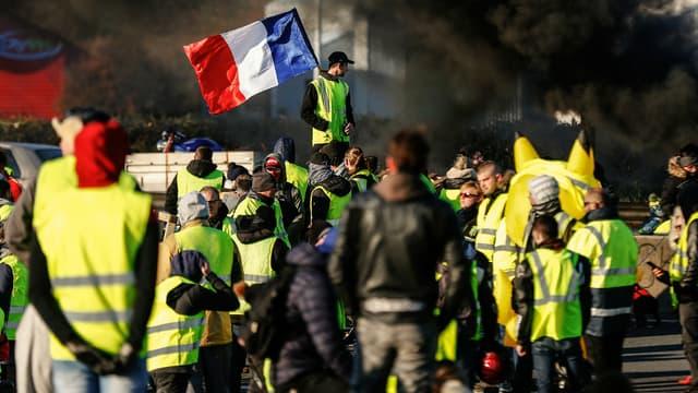 """Madrid condamne les blocages de routes orchestrés en France par les """"gilets jaunes""""."""