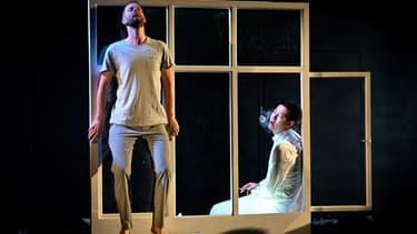 """Des acteurs en pleine répétition de """"Outside"""", écrite et mise en scène par le russe Kirill Serebrennikov, présentée lors de l'édition 2019 du festival d'Avignon"""