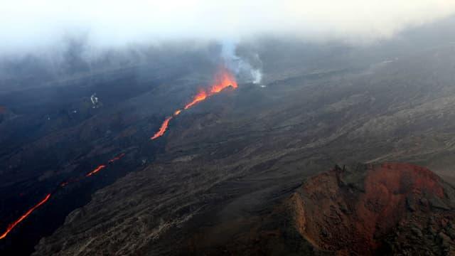 Le volcan réunionnais en éveil au mois de mai 2015.