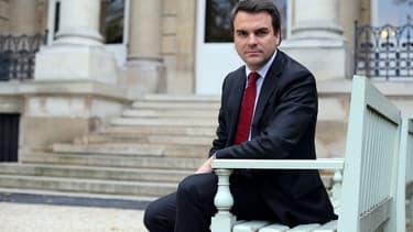 Thomas Thévenoud pose dans la cour de l'Assemblée nationale, le 30 octobre 2012.