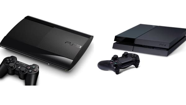 A gauche, la PS3 et à droite, la PS4