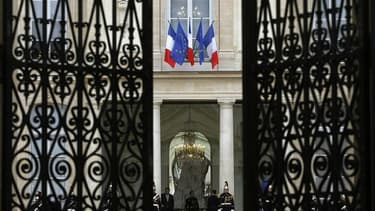 Nicolas Sarkozy s'est excusé auprès d'une policière pour un jet de bille et de tomate, dont son fils Louis pourrait être l'auteur, a-t-on appris dimanche de source policière. L'Elysée n'a pas souhaité commenter cette information. /Photo prise le 20 janvie