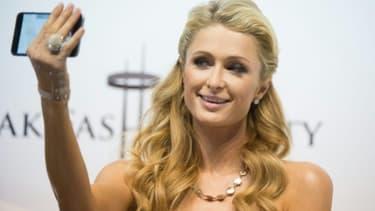 La starlette et héritière américaine Paris Hilton, le 28 août 2015 à Rzgow près de Lodz en Pologne