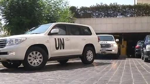Le convoi de l'ONU quitte le centre de Damas pour Moadamiyad al-Cham, lundi.