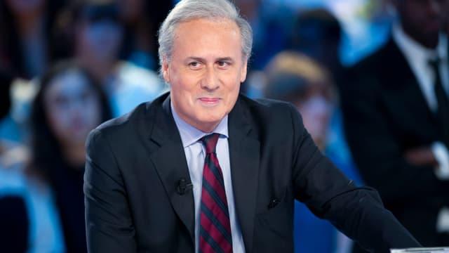 """Georges Tron sur le plateau du """"Grand Journal"""" de Canal Plus, en mai 2012."""