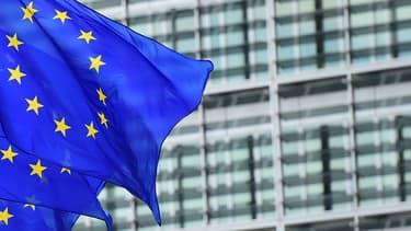 Sept États-membres vont pouvoir accorder 3,2 milliards d'euros de subventions publiques pour développer une filière européenne dans les batteries pour véhicules électriques.