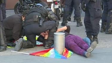 Images de la septuagénaire samedi 23 mars à Nice, après avoir chuté.