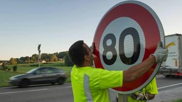 A la vente, un panneau de signalisation vaut entre 65 et 350 euros, selon sa taille et la qualité de sa peinture auto-réfléchissante.