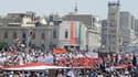 Manifestation à Hama. Des centaines de milliers de Syriens ont défilé dans les rues vendredi à l'issue des traditionnelles prières hebdomadaires, selon des témoins et des membres de l'opposition, plus que jamais déterminés à faire plier Bachar al Assad ma