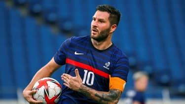 L'attaquant des Bleus André-Pierre Gignac après avoir égalisé face à l'Afrique du Sud, le 25 juillet 2021 à Saitama