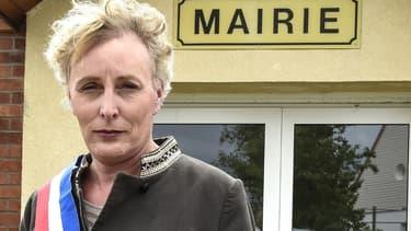 Marie Cau devant sa mairie de Tilloy-lez-Marchiennes