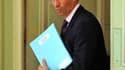 Les dirigeants du parti présidentiel se sont efforcés lundi d'alléger la pression subie par le ministre du Travail Eric Woerth (photo), mis en cause par l'opposition pour des conflits d'intérêt, notamment dans l'affaire Liliane Bettencourt. Xavier Bertran