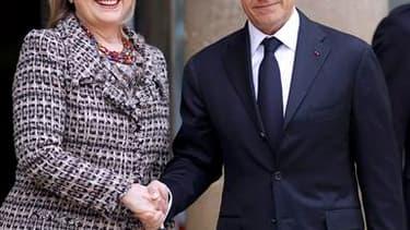 La secrétaire d'Etat américaine Hillary Clinton et Nicolas Sarkozy à l'Elysée. Des pays participants au sommet de Paris sur la Libye pourraient procéder à des frappes aériennes contre les forces de Mouammar Kadhafi dès la fin de la réunion, a-t-on appris