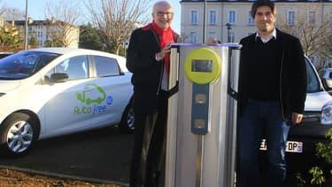 Le président du Conseil départemental de l'Orne, Alain Lambert et Jérôme Nury, son premier vice-président présentent le service Autofree61.