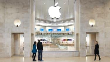 L'Apple store du Carrousel du Louvre à Paris, rutilant et spacieux.