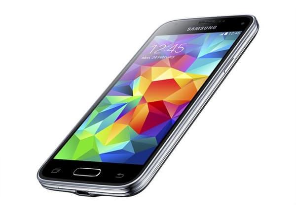 Le modèle Samsung Galaxy S5 mini est étanche à l'eau comme son aîné, le S5.