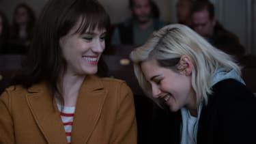 "Mackenzie Davis et Kristen Stewart dans ""Ma belle-famille, Noël et moi"""
