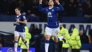 Le club d'Everton (ici le Belge Kevin Mirallas) est le grand rival du Liverpool FC.