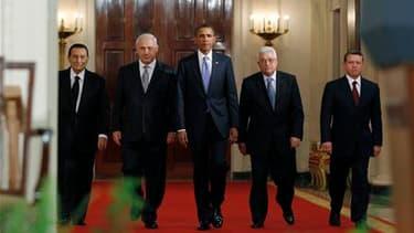 Le président égyptien Hosni Moubarak, le Premier ministre israélien Benjamin Netanyahu, le président américain Barack Obama, le président de l'Autorité palestinienne Mahmoud Abbas et le roi Abdallah II de Jordanie (de gauche à droite). Barack Obama a pres
