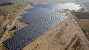 La centrale solaire de Khimsar alimente le village isolé dans le nord de l'Inde.
