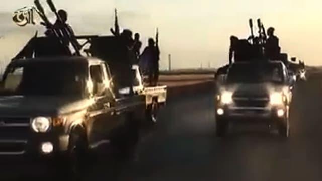 Capture d'écran d'une vidéo mise en ligne par l'Etat islamique, montrant des jihadistes paradant sur des pick-up. (photo d'illustration)