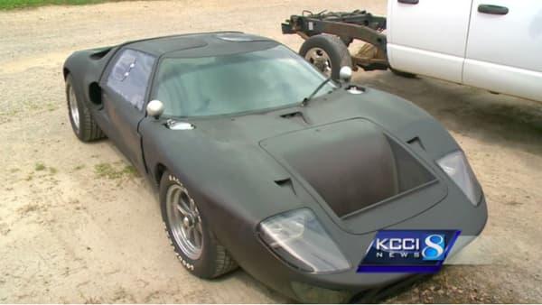 La GT40 retrouvée... et peinte en noir.