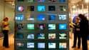 Le président du groupe UMP à l'Assemblée nationale, Jean-François Copé, se prononce contre la suppression de la publicité sur France Télévisions avant 20h00, qui doit officiellement entrer en vigueur en 2011. /Photo d'archives/REUTERS/Eric Gaillard