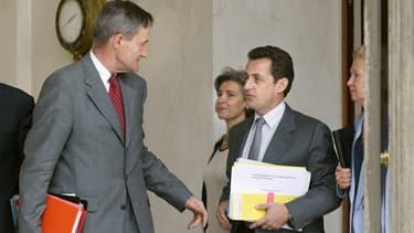 Francis Mer et Nicolas Sarkozy à la sortie du conseil des ministres en 2002