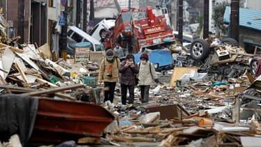 Kamaishi, dans la préfecture de Iwate. Le bilan officiel du séisme et du tsunami qui ont dévasté vendredi 11 mars la côte nord-est du Japon dépasse désormais les 20.000 morts et disparus. /Photo prise le 20 mars 2011/REUTERS/Lee Jae-Won