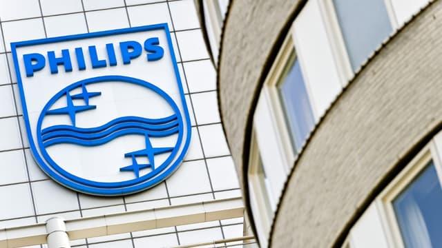 En se divisant en deux, Philips compte économiser 100 millions d'euros dès l'année prochaine.