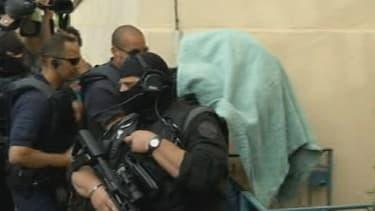 Arrivée sous très haute protection policièrede de Matthieu, meurtrier présumé d'Agnès, au palais de justice du Puy-en-Velay