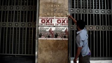 """A deux jours du référendum en Grèce, les affiches en faveur du non (""""oxi"""" en grec), se multiplient dans la capitale."""