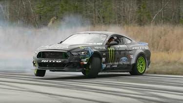 Cette Mustang est tout simplement surpuissante, son moteur V8 7.1 dégage une puissance de plus de 900ch.