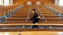 """Les universités françaises stagnent dans le classement de """"Shanghai"""", qui évalue les performances des meilleurs établissements de la planète, selon le site internet des Echos. Seules trois universités françaises - Paris, l'Ecole normale supérieure et Pari"""
