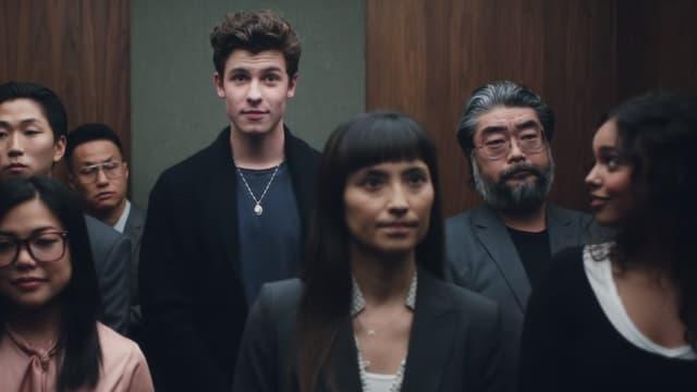 """Shawn Mendes et Alisha Boe dans le clip de """"Lost in Japan"""""""