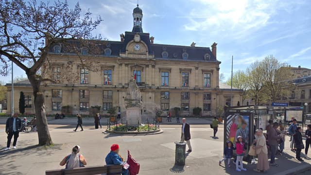 La marche a débuté devant le domicile du lycéen, tout près de la mairie de Saint-Ouen.
