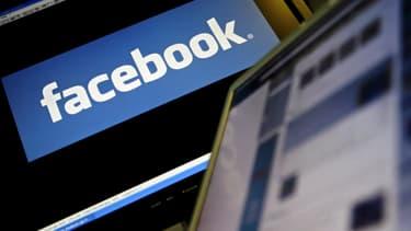 Le fait, pour un(e) salarié(e), de laisser affichés sur son PC les propos tenus sur son compte Facebook privé leur fait perdre leur caractère privé.