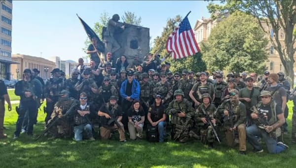 "La ""Michigan Home Guard"" lors d'un rassemblement en septembre 2020"