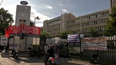 Le siège de l'ERT, la radio-télévision publique grecque, à Athènes mercredi.