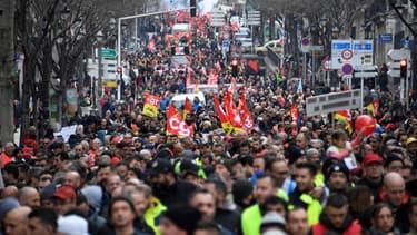 Des manifestants et membres de la CGT lors de la manifestation contre la réforme des retraites à Marseille, le 24 janvier 2020