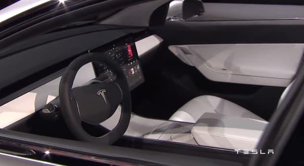 La Tesla Model 3 aura bien droit à son écran tactile mais Elon Musk s'est montré peu disert sur les spécificités techniques de la voiture.