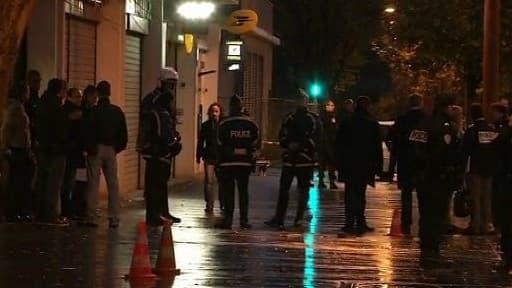 Les policiers se sont déployés en grand nombre sur les lieux de la fusillade à Orly-Ville