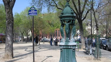 Une fontaine Wallace, place Gilbert-Perroy dans le 14e arrondissement de Paris (photo d'illustration)