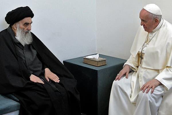 Le pape François rencontre le grand ayatollah chiite Ali Sistani à Najaf, en Irak, le 6 mars 2021