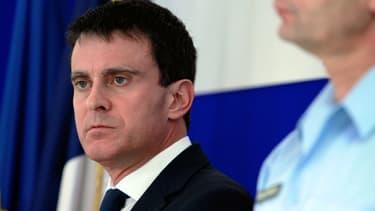 Le ministre de l'Intérieur Manuel Valls, ici le 7 décembre 2013 à Ajaccio, a envoyé aux préfets sa circulaire visant à interdire les spectacles de Dieudonné.
