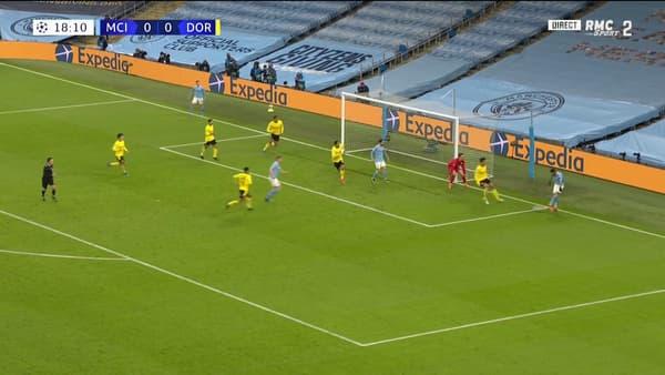 Le premier but de Manchester City, avec le joli coup d'oeil de Riyad Mahrez
