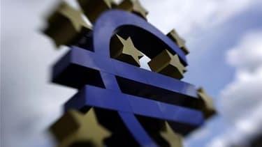 Les ministres des Finances de l'Eurogroupe se réuniront dimanche pour évoquer le plan de soutien à la Grèce, a déclaré à Reuters le ministre français des Affaires étrangères Bernard Kouchner. /Photo prise le 1er avril 2010/REUTERS/Kai Pfaffenbach