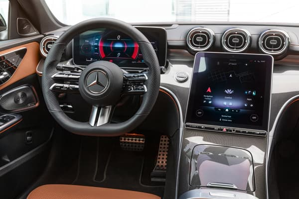 Mercedes introduit sur la Classe C la nouvelle génération de MBUX, son système de connectivité.