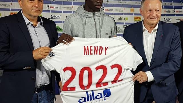 Ferland Mendy présenté par l'OL