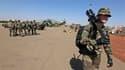 Militaires français sur une base de l'armée de l'air malienne à Bamako. Deux Français sur trois (65%) sont pour l'intervention militaire française au Mali, selon un sondage Ifop pour Sud Ouest Dimanche, une proportion légèrement plus forte que dans un aut